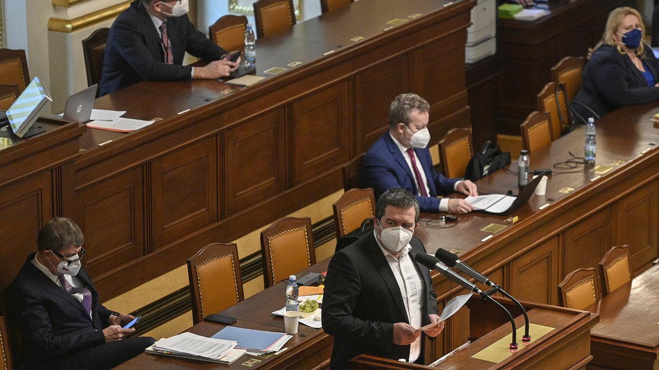 Priorita je otevřít školy. Ministr vnitra Jan Hamáček uvádí, že jeho cílem je rychlý abezpečný návrat dětí doškol. Což by při zrušení zakázky nebylo vbřeznu možné.