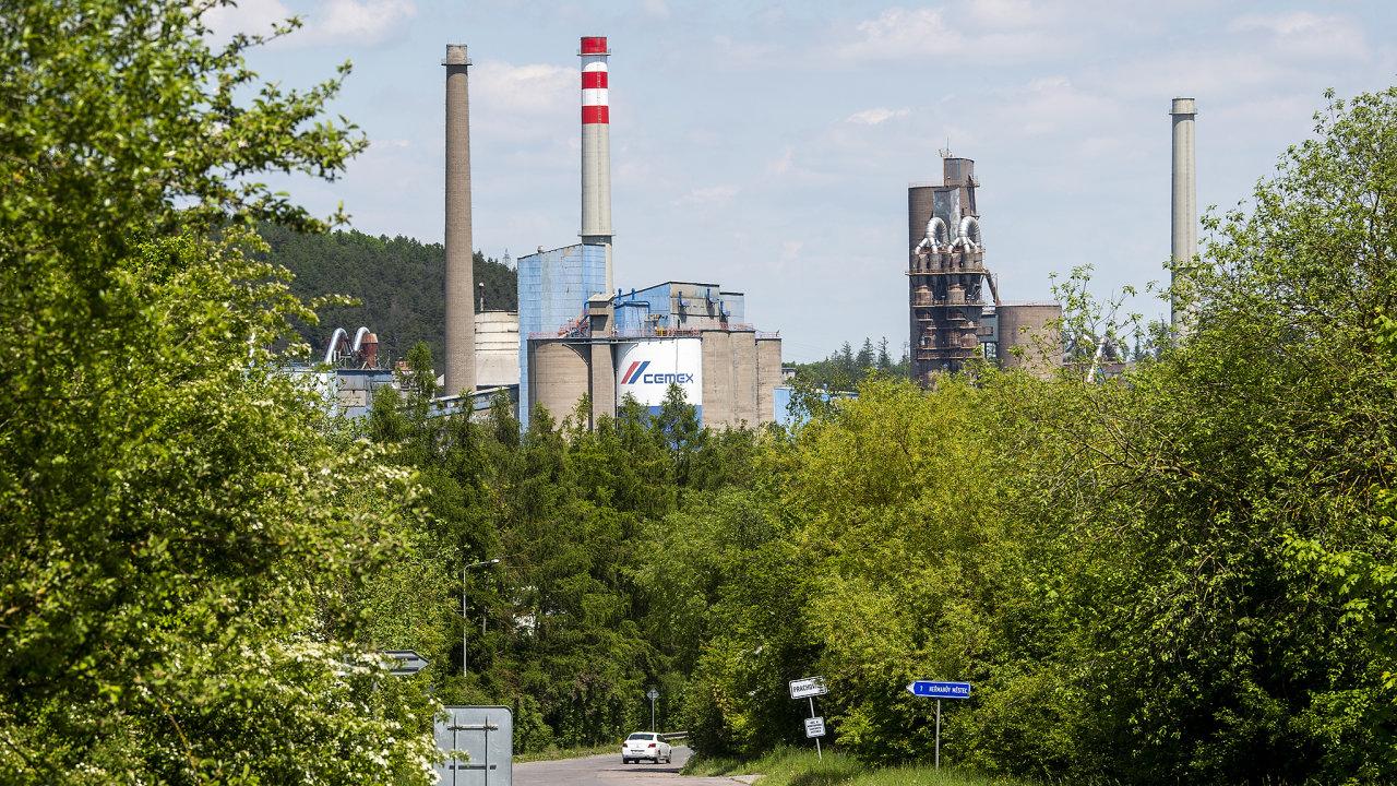 Cementárna v Prachovicích na Chrudimsku, kterou místní pokládají za původce nepříjemného zápachu.