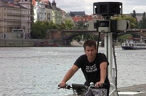 Google v Česku znovu fotí silnice - auto i tříkolku máme na videu