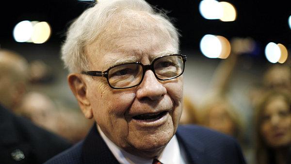 Gener�ln�m �editelem a nejv�t��m akcion��em investi�n� spole�nosti Berkshire Hathaway je miliard�� Warren Buffett.