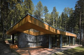 FOTO: Boží muka, mauzoleum i ski bar. Podívejte se na nejlepší stavby Česka