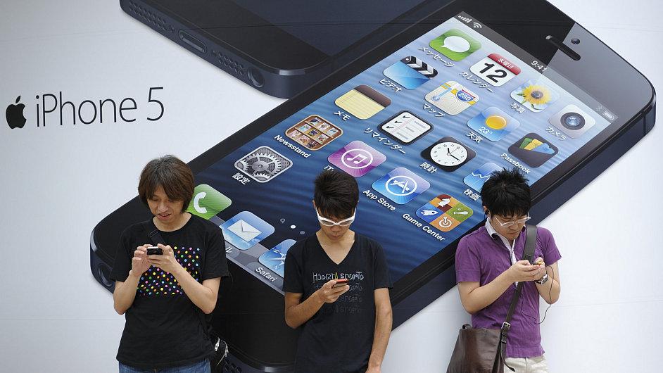 Chytré mobilní telefony už tvoří 12 procent trhu.
