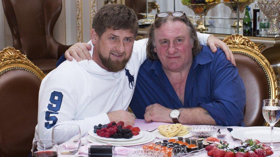Gérard Depardieu (vpravo) a čečenský prezident Ramzan Kadyrov