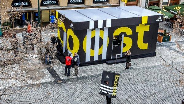 Na pražském marathonu bude stát obří krabice od adidasek b6b7aa37f9