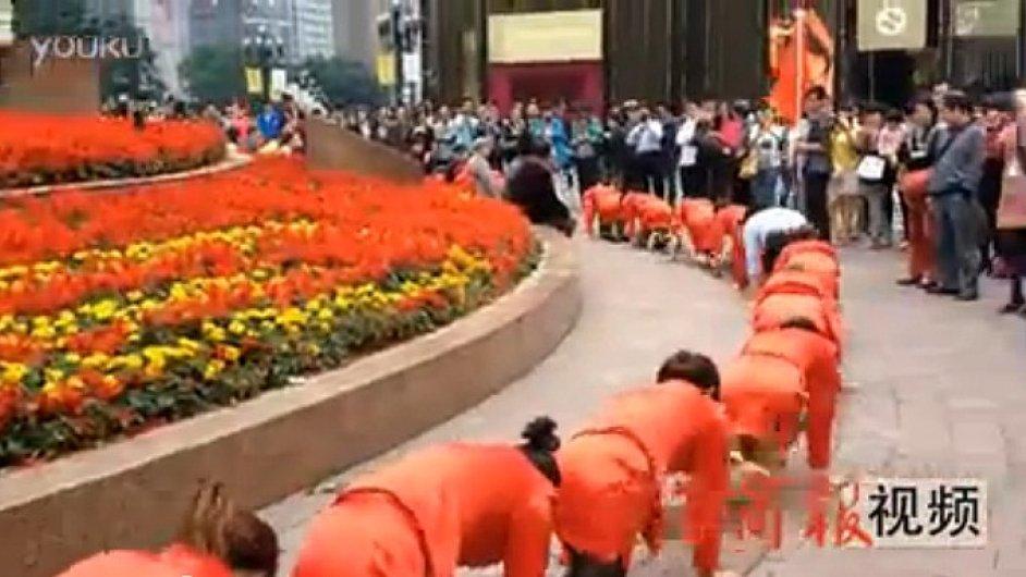 Protistresové cvičení čínské kosmetické firmy