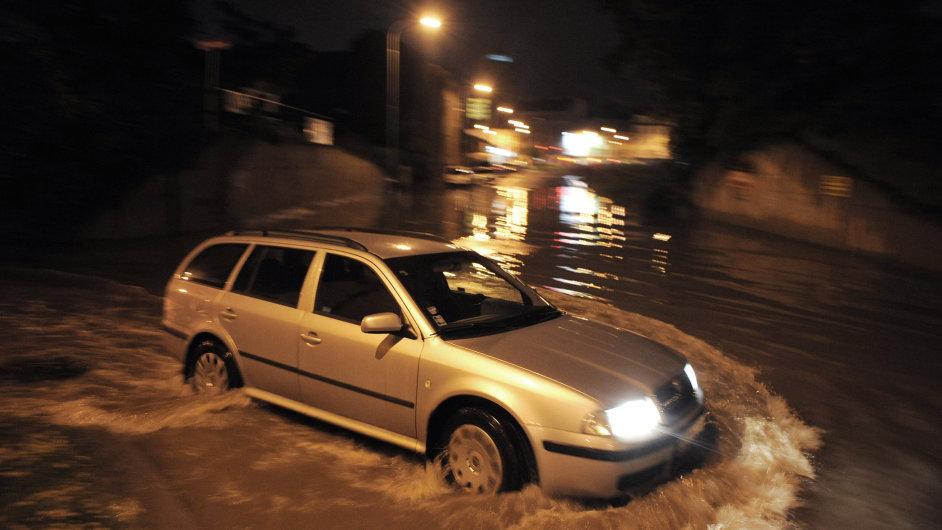 Na Prahu dotírá velká voda. Metropoli čekají dopravní omezení.