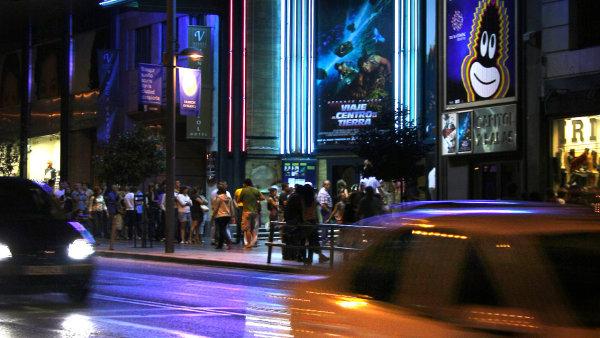 Madridsk� kino Cine Capitol v roce 2008: t�sn� p�edt�m, ne� se �pan�lsk� film dostal do �zk�ch.