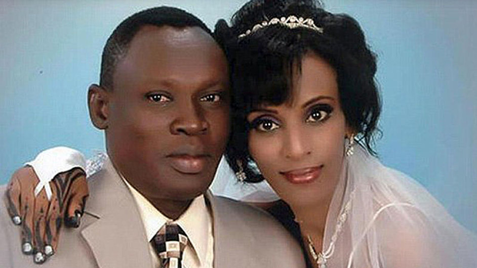 Meriam Ishagová na svatební fotografii se svým manželem Danielem Wanim.
