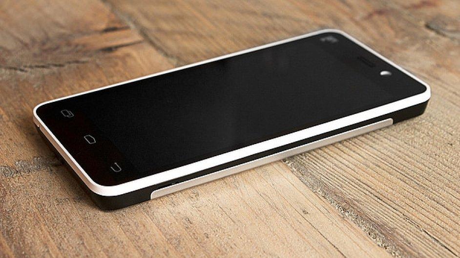 Chytrý mobilní telefon vyrobený na základech principu fair trade obchodování
