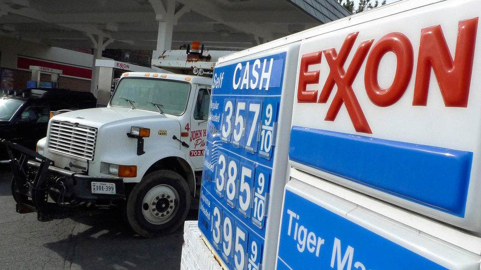 I když ropa od léta výrazně zlevnila a s ní klesly i ceny pohonných hmot (hlavně v USA), ExxonMobilu dál rostl zisk.