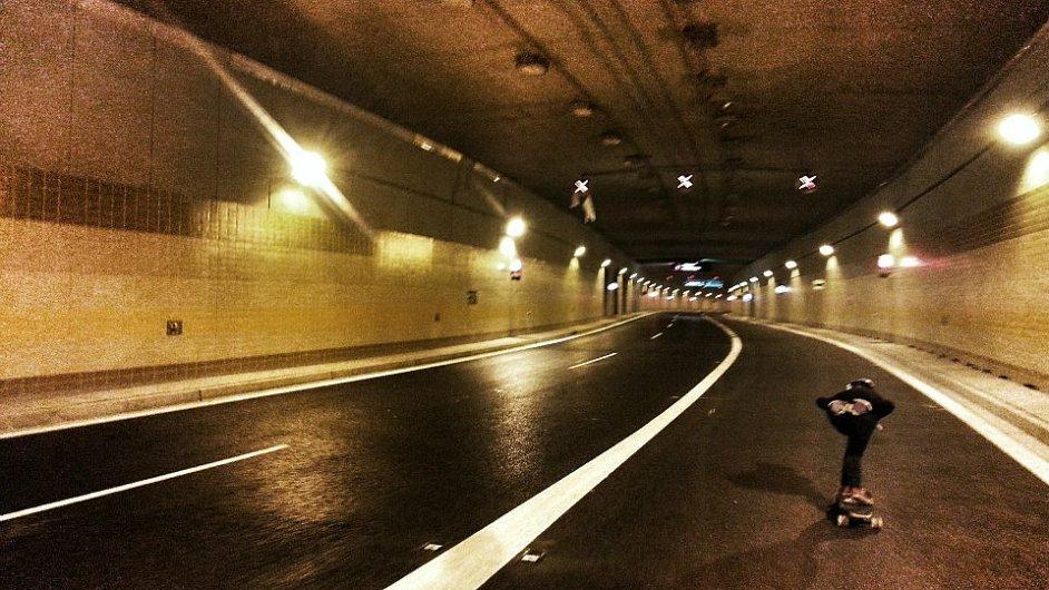 Tunel Blanka jako skateboardová dálnice