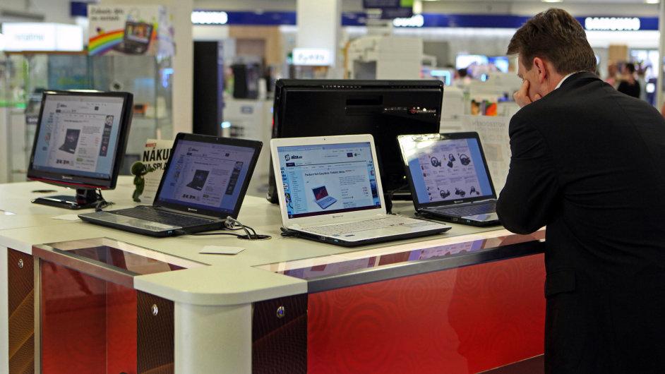 Levné laptopy s operačním systémem Windows 8.1 v obchodech podraží - Ilustrační foto