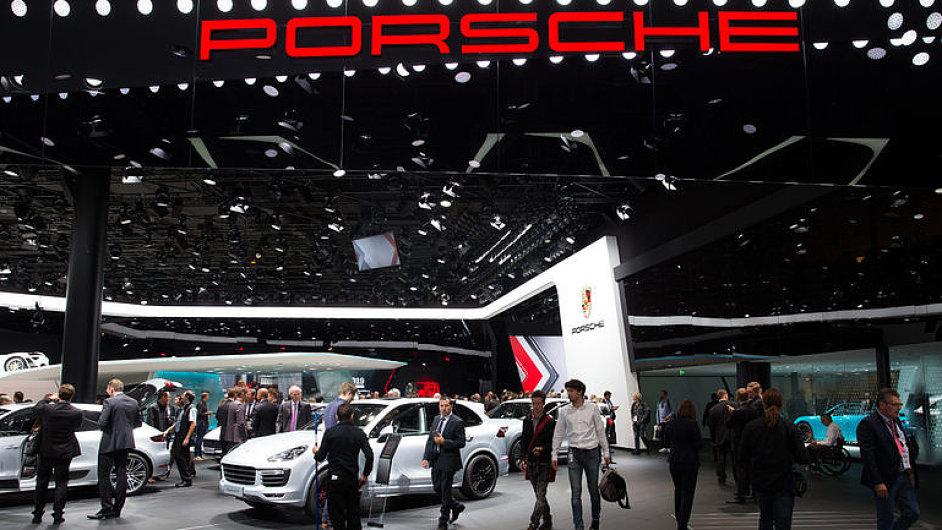 Auto_Report_Rolls-Royce_Porsche_i_Jaguar_ovladaji_Frankfurt