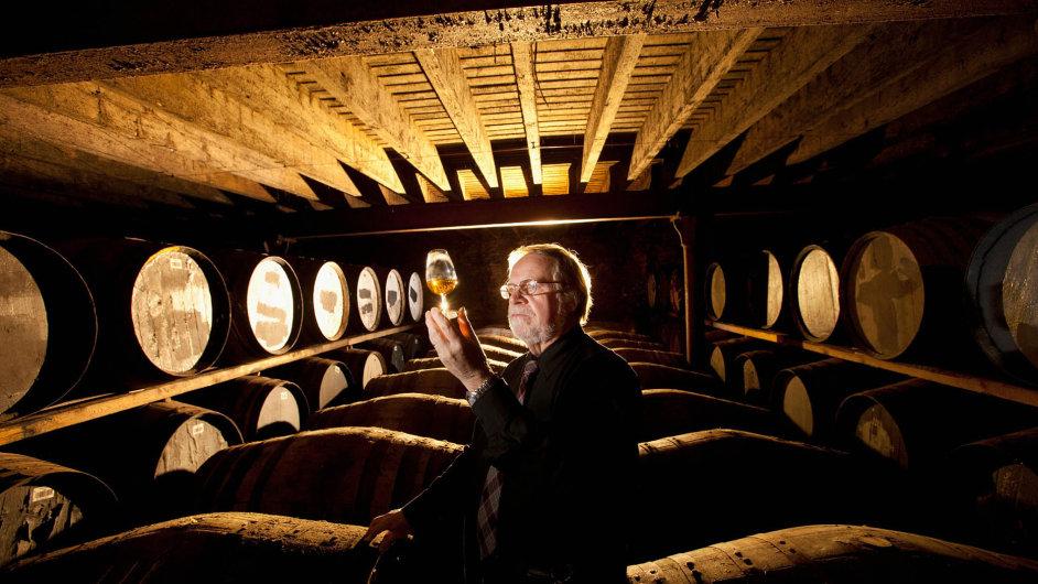 Žádané zboží. Velká poptávka v posledních letech vysála destilérkám jejich zásoby starší whisky a zájemci jsou teď ochotni za ni výrazně připlatit.