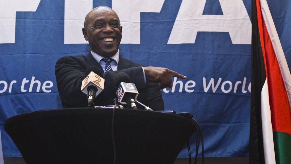 Tokyo Sexwale kandiduje na prezidenta FIFA.