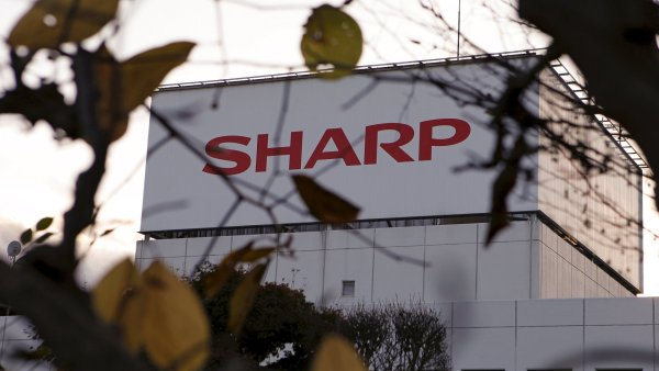 Foxconn �dajn� nab�z� 133 miliard za p�evzet� japonsk�ho Sharpu.