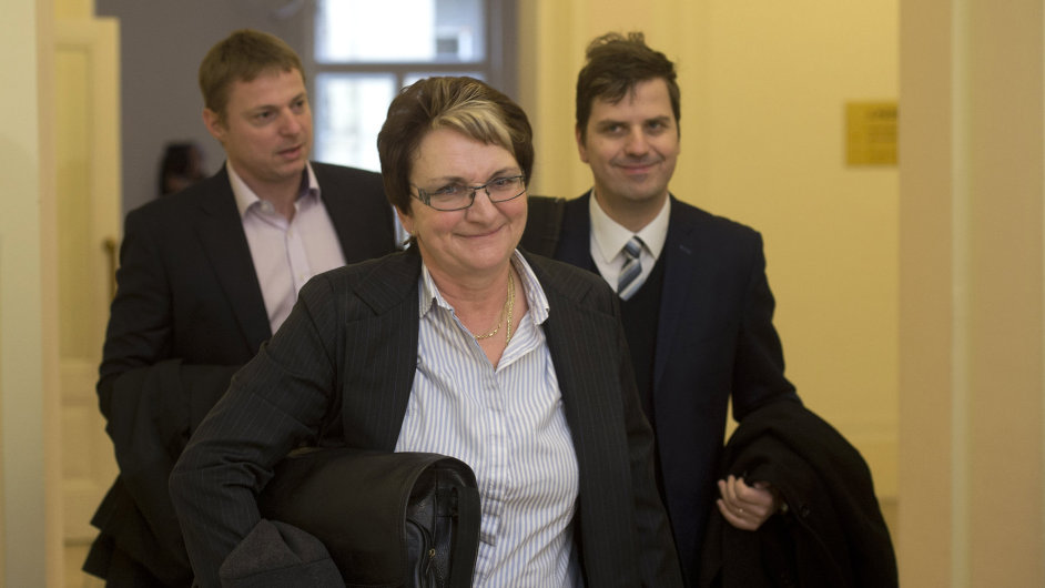 Majitelkou jedné z podvodně vybraných firem je Ivana Salačová, známá z kauzy Rath.