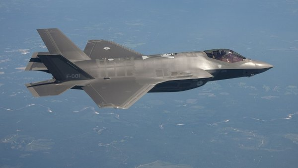 Bojov� letoun F-35 - jedna z velk�ch americk�ch zahrani�n�ch objedn�vek.