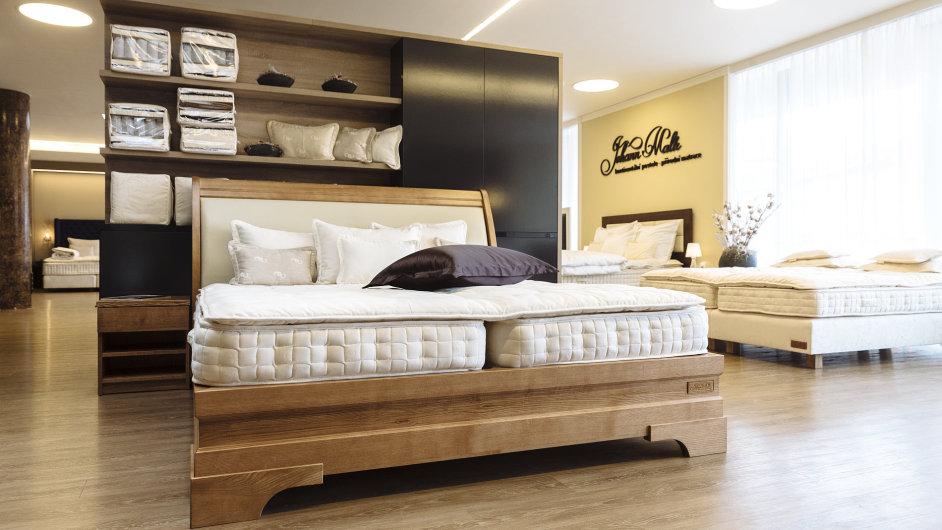 České postele Johann Malle představují kvalitu tradiční řemeslné výroby v luxusním měřítku.