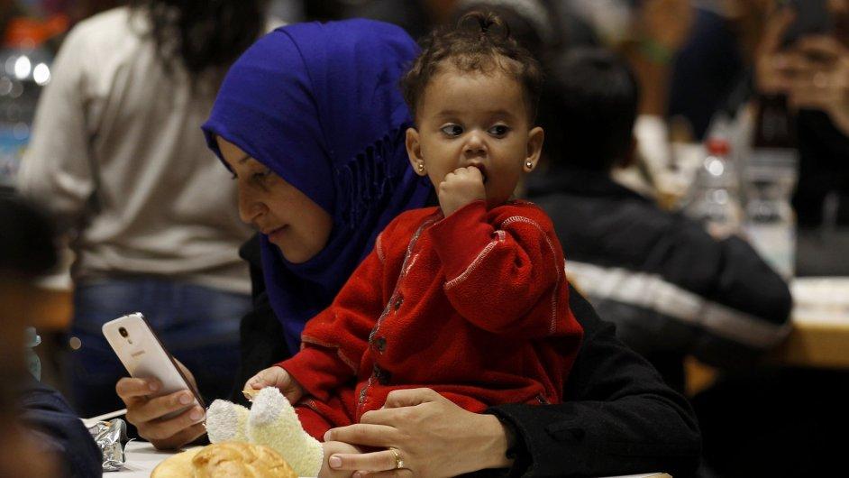 Žena ze Sýrie na nádraží v Německu