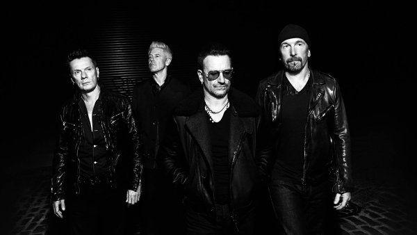 Zpěvák Bono (druhý zprava) z irské skupiny U2 je podle konsorcia investigativních novinářů akcionářem maltské firmy, která vyváděla peníze do daňových rájů. Ilustrační foto.