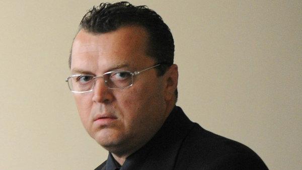 Jan Kočka: Podnikatel asyn pořadatele matějské pouti Václava Kočky. Jeho mladší bratr Václav byl zastřelen po křtu knihy Jiřího Paroubka.