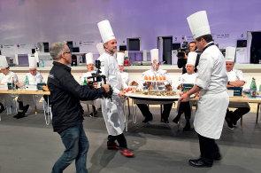 Reportáž: Jak chutná nejlepší jídlo světa? Kuchařskou olympiádu v Lyonu vyhrál americký šéfkuchař Mathew Peters