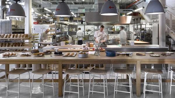 Novinkou je ocenění Bib Gourmand pro karlínskou restauraci Eska.