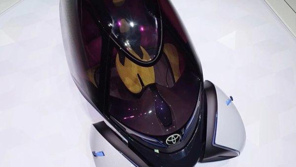 Auto, které se ovládá joystickem. Toyota v Ženevě představila elektromobil budoucnosti.