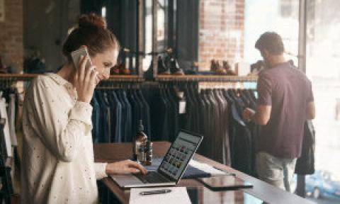 S prodejem přes internet si většina lidí spojí jen e‑shopy. Jako další možnost oslovení zákazníků to ale může používat každý včetně velkých průmyslových firem.