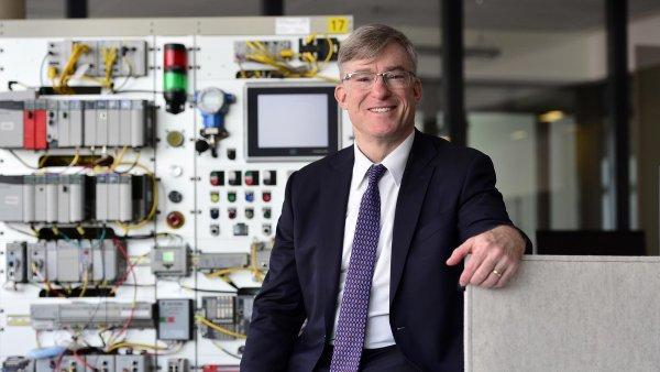 I v továrnách budoucnosti budou vedle robotů pracovat lidé, říká šéf Rockwell Automation.