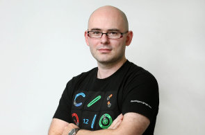 Konec roamingových poplatků ukazuje sílu velkých operátorů a českou datovou dobu kamennou