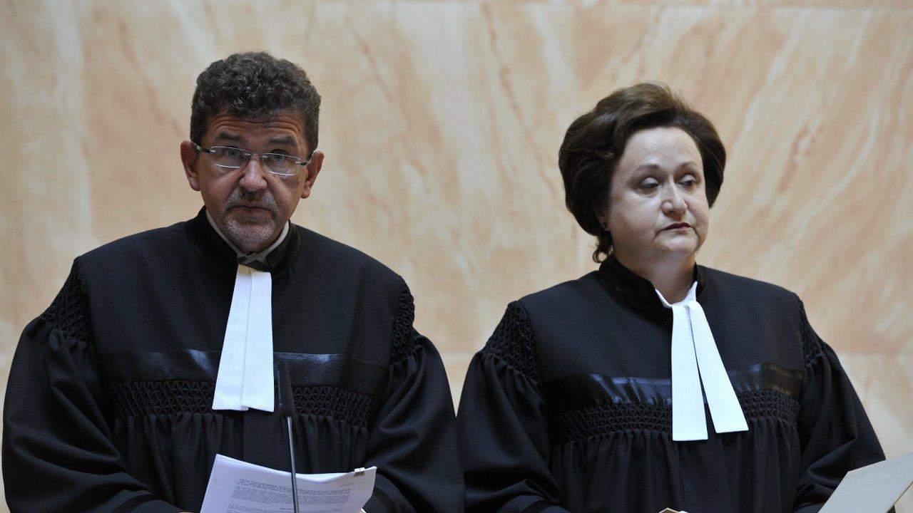 Zleva ústavní soudci Jaroslav Fenyk a Milada Tomková.