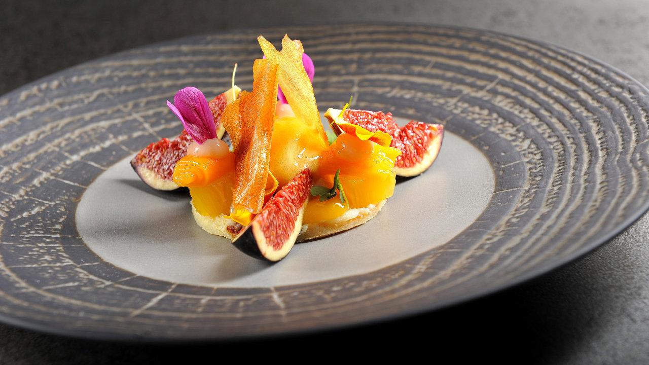 Fíky, datlový koláč, ananas a mangový sorbet