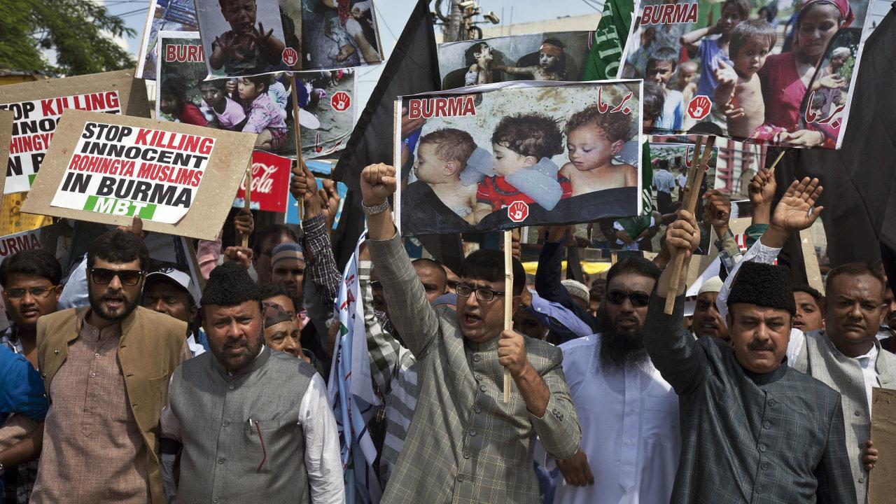 Krize v Barmě. Do Bangladéše prchají statisíce Rohingů.