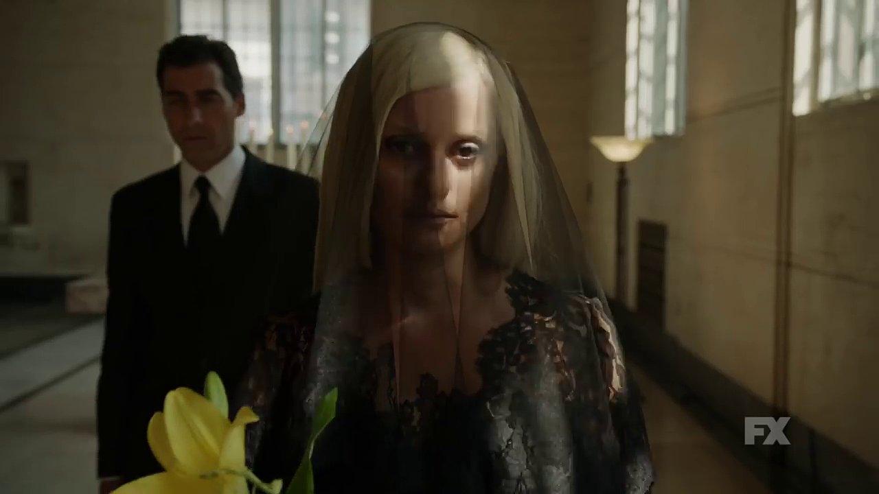 Současnou viceprezidentku skupiny Donatellu Versace ztvární španělská herečka Penélope Cruzová.