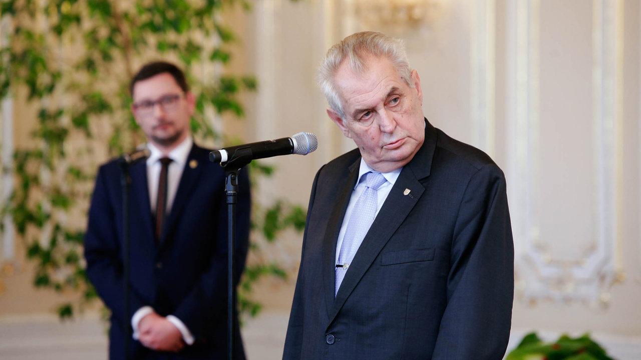 Současný prezident Miloš Zeman mění své názory překvapivě často.