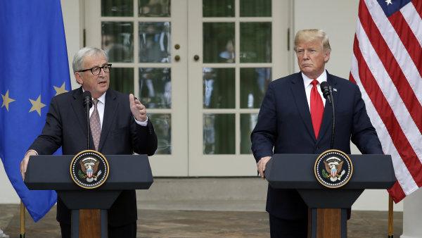 Americký prezident Donald Trump po setkání s předsedou Evropské komise Jeanem-Claudem Junckerem.