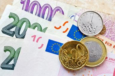 Vůči euru je nyní koruna na nejnižších úrovních od roku 2015.