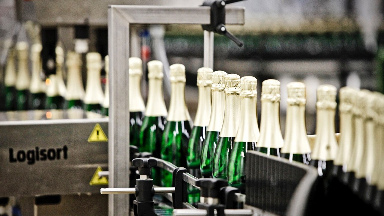 Finalizace lahví předtím, než se dostanou do obchodu.