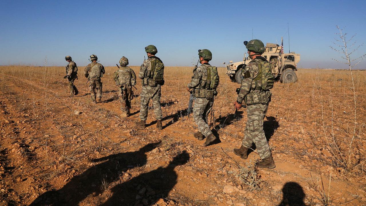 Problémoví spojenci: Turečtí vojáci operují spolu sAmeričany vSýrii, naúzemí bývalého Islámského státu.