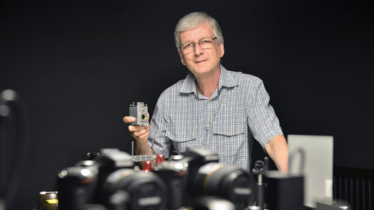 Čestmír Barta spolu se svým otcem projektoval astavěl vesmírné tavicí pece pro orbitální stanici Mir, nyní jako jediný nasvětě dokáže vypěstovat unikátní optické krystaly.