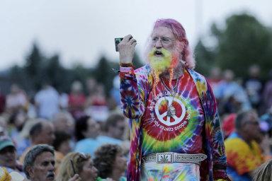 Pamětníci zřad diváků aumělců, ale ilidé, kteří festival Woodstock navlastní kůži nezažili, přijeli navíkend doamerického Bethelu přesně 50 let pokonání legendární hudební přehlídky.