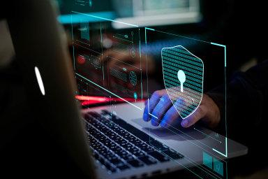 Pro hackery je snadnou cestou nechat se vpodniku zaměstnat anásledně si odnést databázi, říká Matej Zachar z české firmy Safetiky.
