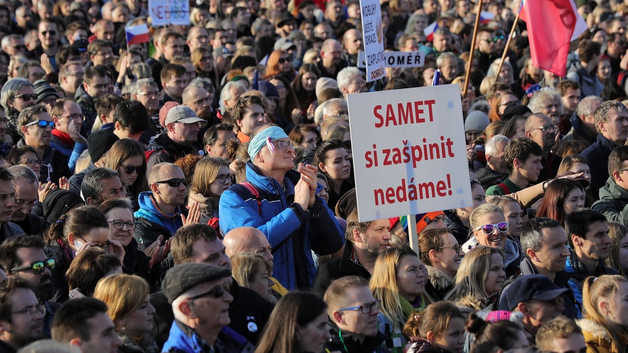 Demonstrace 16. listopadu Letná