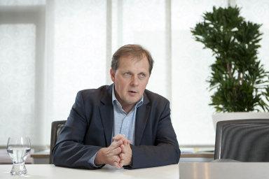 Generální ředitel Petr Dvořák HN napsal, že při udělování odměn zaměstnancům ČT nebude kusnesení rady přihlížet. Zaměstnanci ČT si podle něj zaslouží ohodnocení vplné výši.