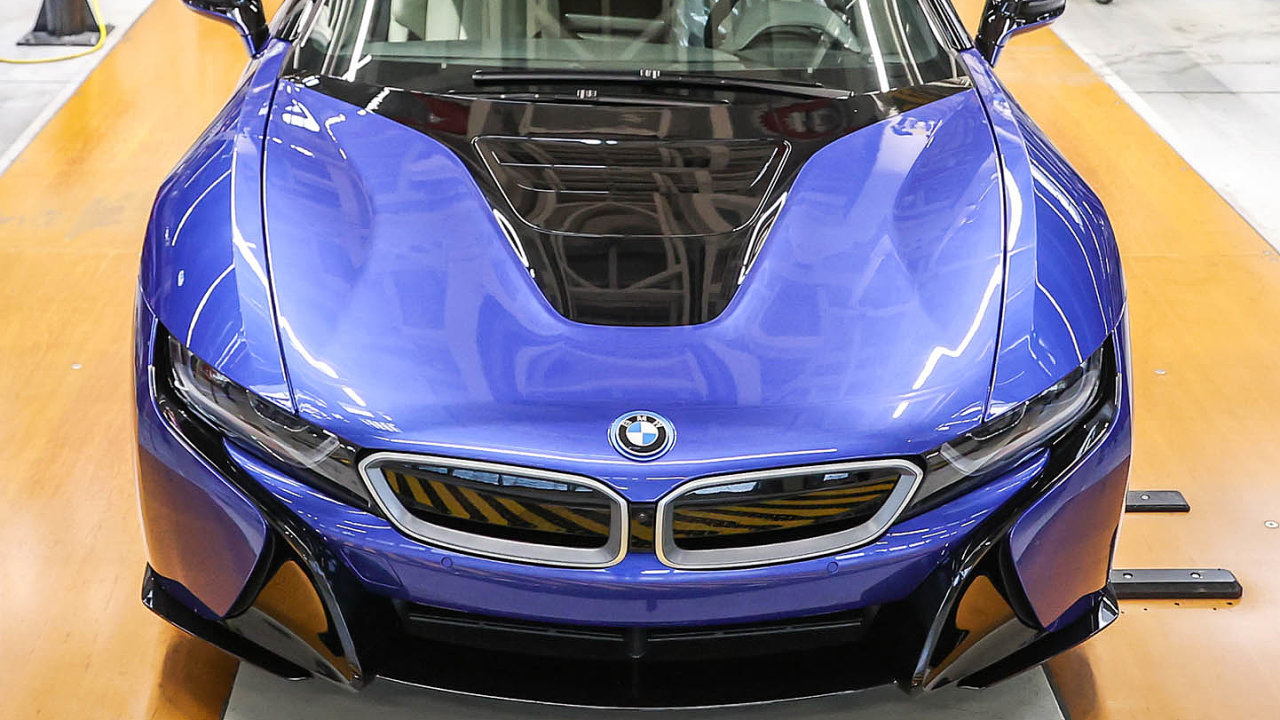 Poslední i8. Včervnu zezávodní linky BMW vLipsku sjel poslední vůz modelu i8. Jednalo se ojeden zúspěšných hybridů.