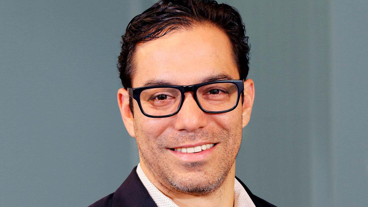 Manny Medina: Outreach založil americký podnikatel Manny Medina sbývalými kolegy zMicrosoftu vroce 2014.