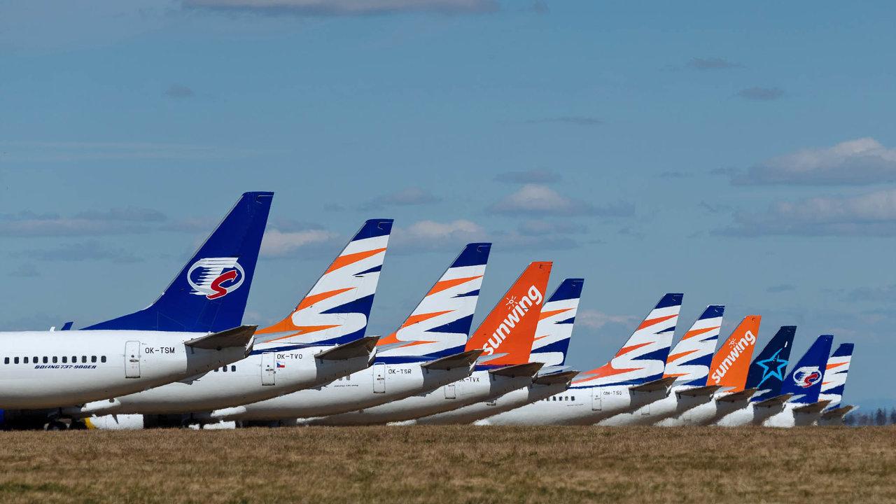 Většina flotily české letecké společnosti Smartwings bude letos vzimě zaparkovaná. Podobně vyrovnané stroje naletištích pocelém světě mají kvůli slabé poptávce idalší společnosti.