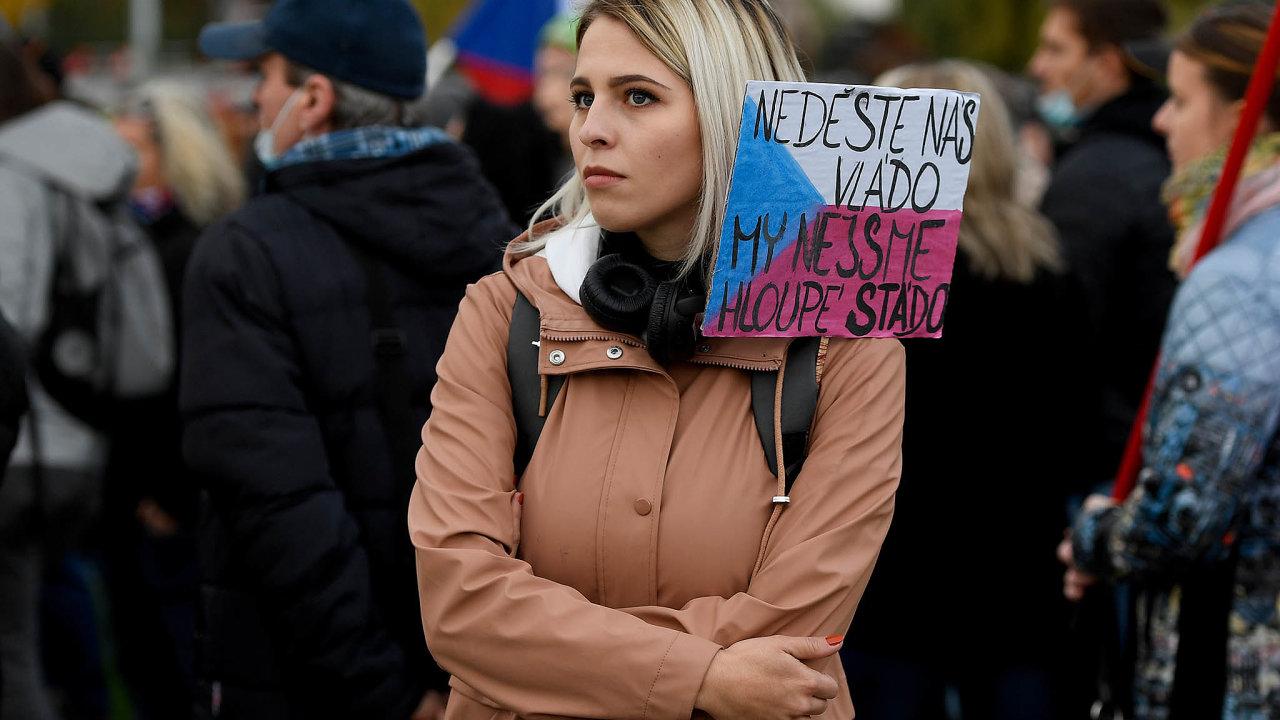 Demonstranti se sešli naKlárově nedaleko sídla vlády.